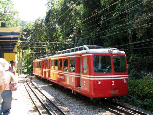 como-llegar-al-cristo-redentor-trem