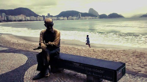 cosas-que-hacer-en-rio-de-janeiro-copacabana-y-carlos-drummond